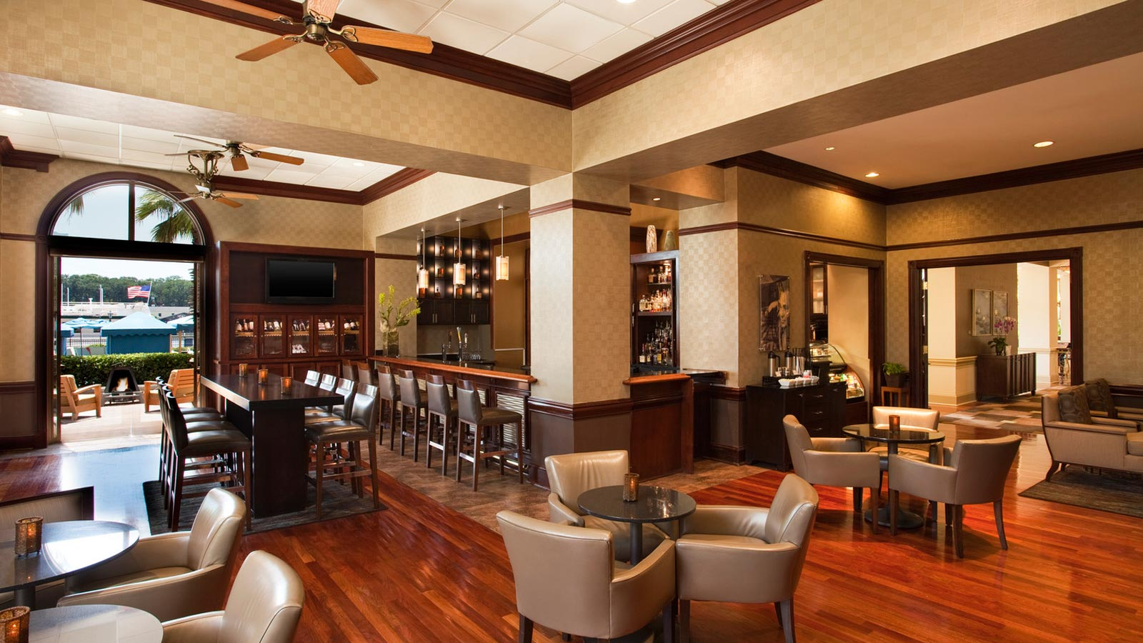 Savannah Midnight Sun Lounge | The Westin Savannah Harbor Golf ...