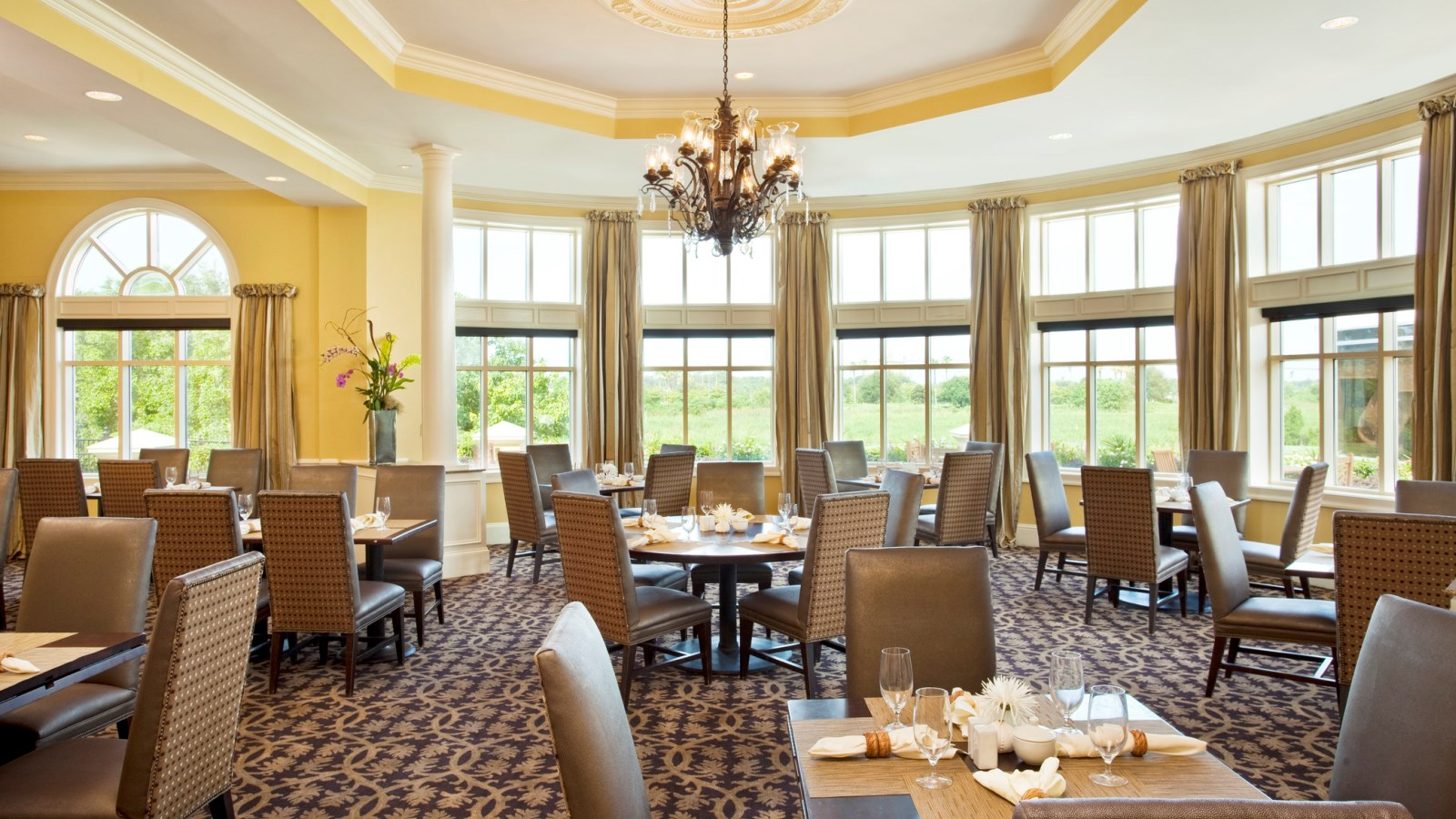 Dining at The Westin Savannah - Champions Bar & Grill